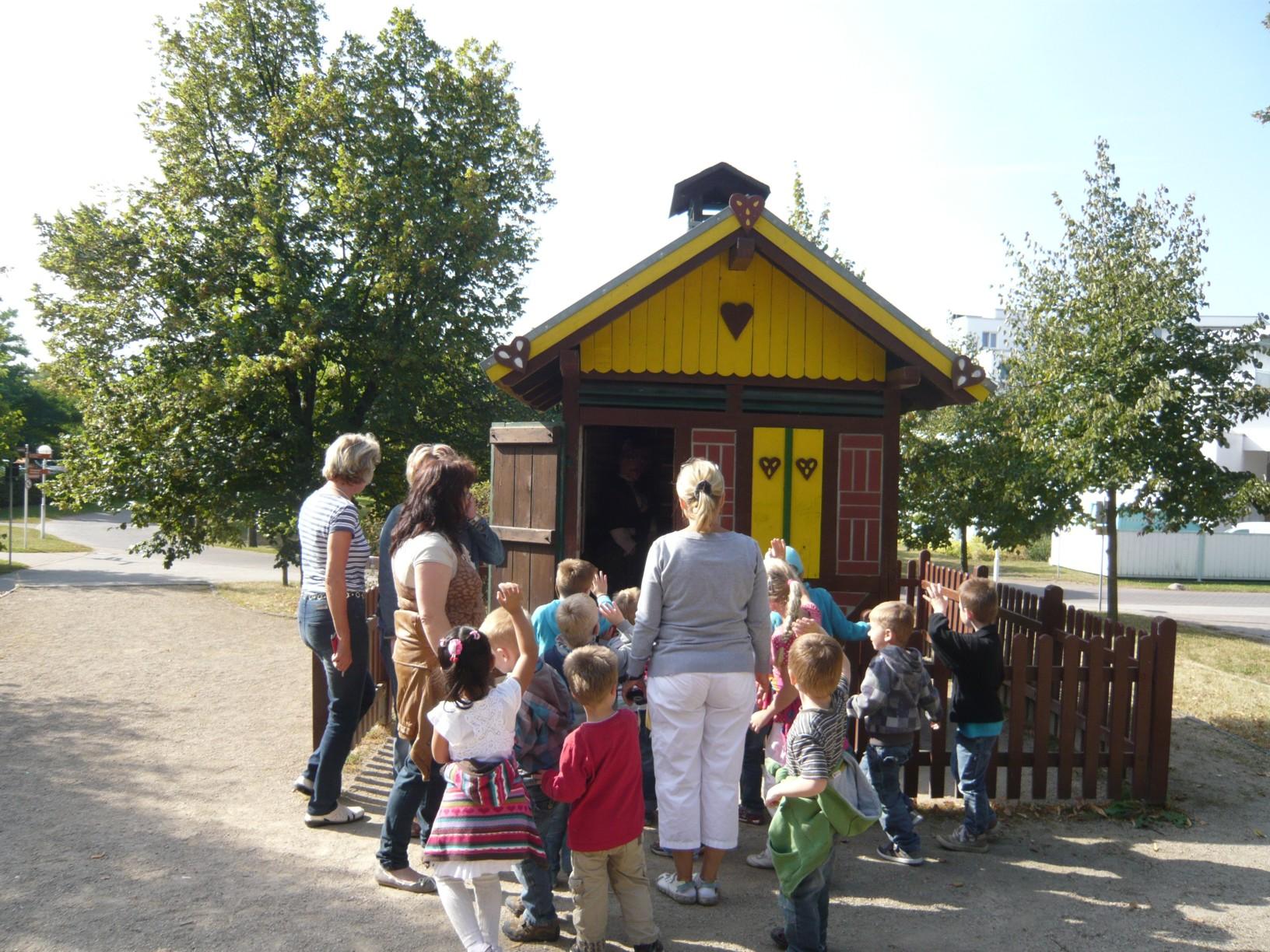 Kindergruppe am Hexenhäuschen © solepark